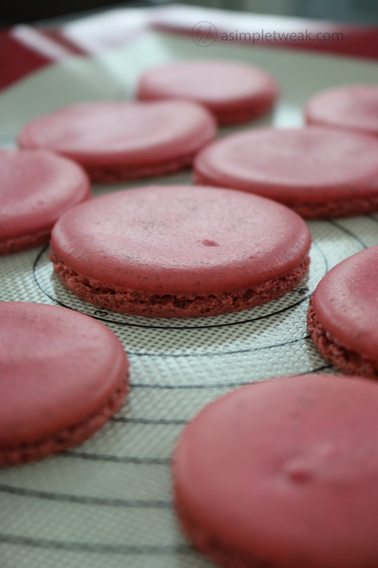 Easy-French-Macarons