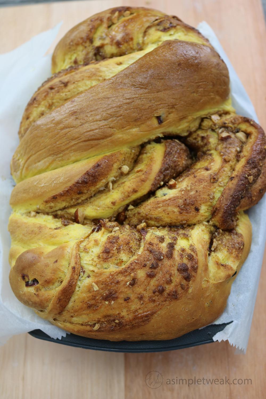 Homemade-Pumpkin-Cinnamon-Roll-Bread