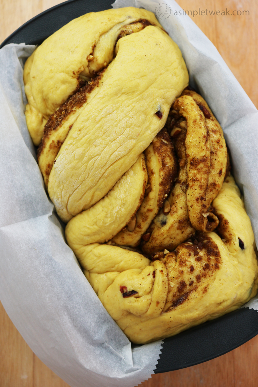 Pumpkin-Cinnamon-Roll-Loaf