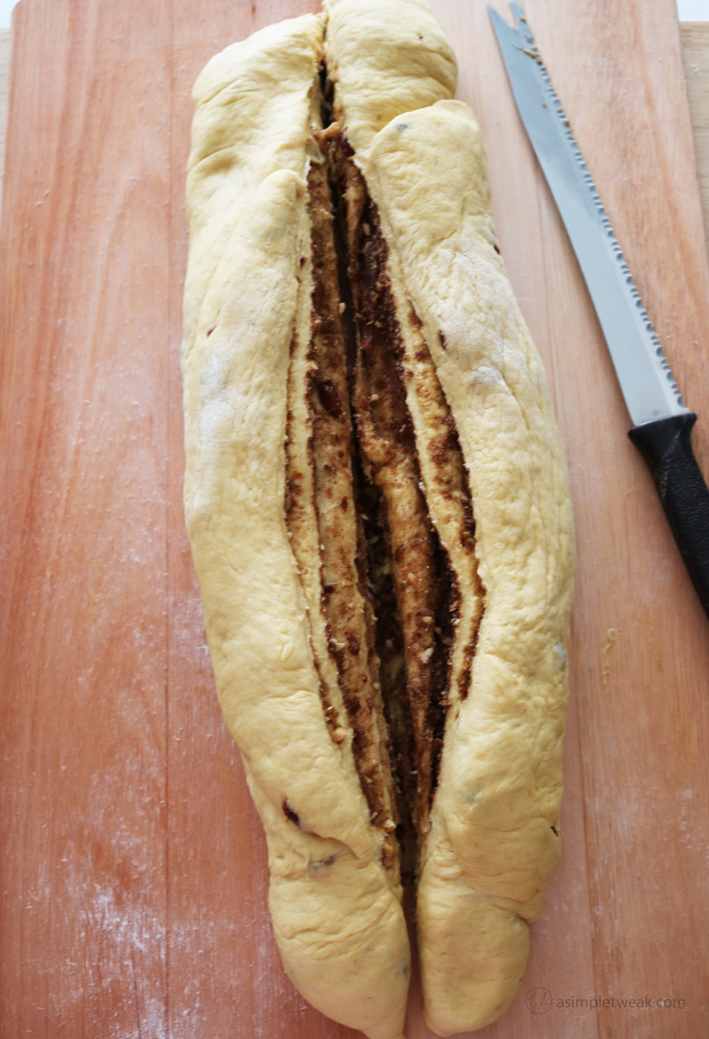 The-bread-is-soft,-fluffy-and-It-has-a-warming-tasty-cinnamon-filling-that-makes-it-the-perfect-fall-treat